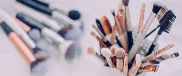 How to Sell Cosmetics Online - brushes